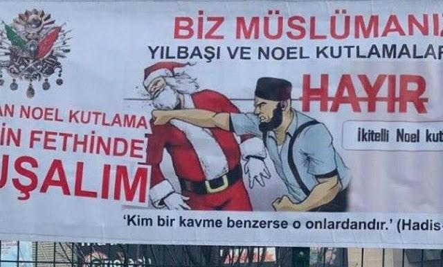 Αφίσα στην Κωνσταντινούπολη δείχνει τον Άγιο Βασίλη να δέχεται μπουνιές