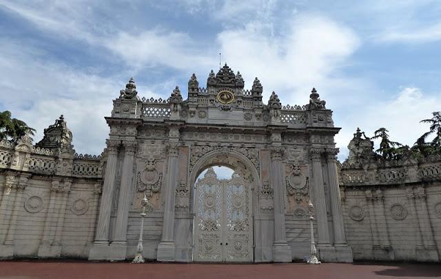 Una delle entrate del Palazzo Dolmabahçe