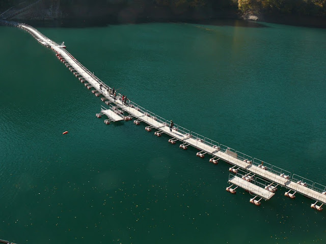 奥多摩湖 麦山浮橋