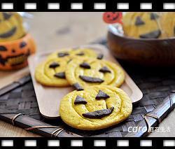 http://caroleasylife.blogspot.com/2014/10/halloween-pumpkin-cookies.html
