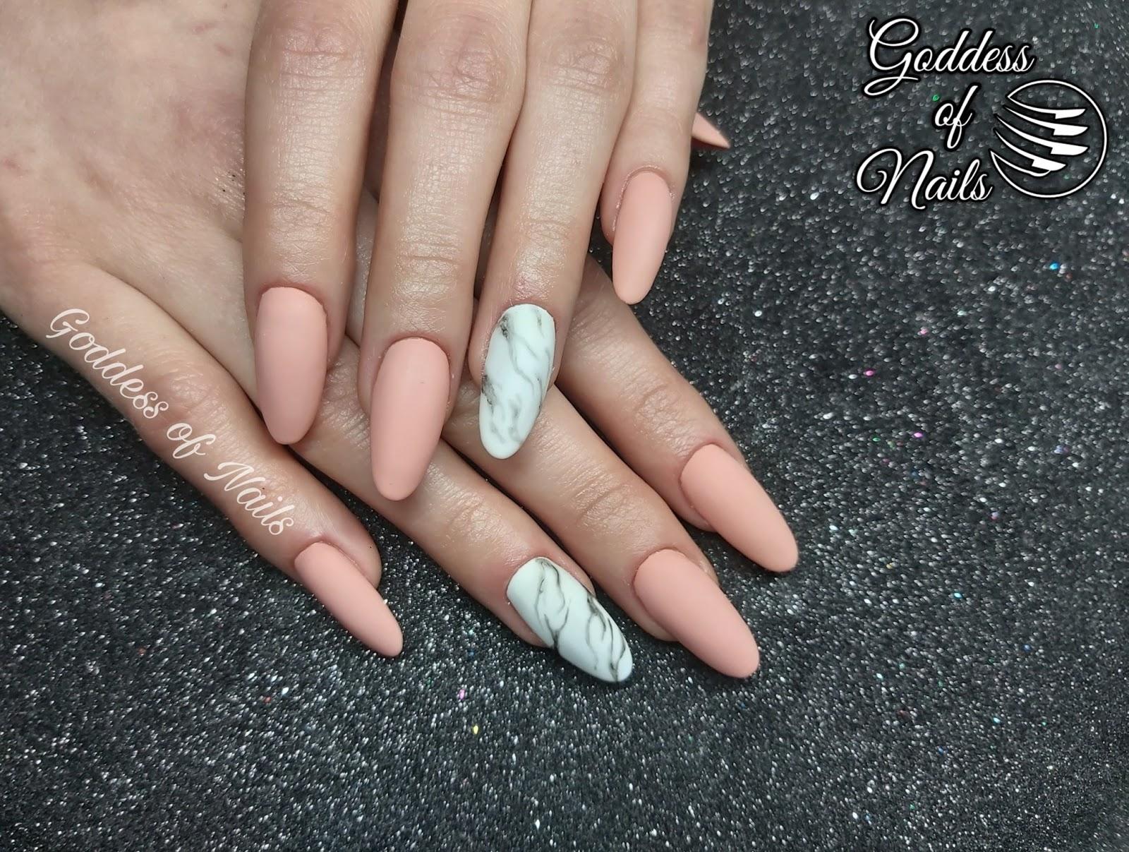 paznokcie marmurek