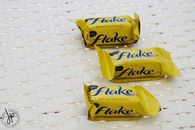 3 pieces milk chocolate mini
