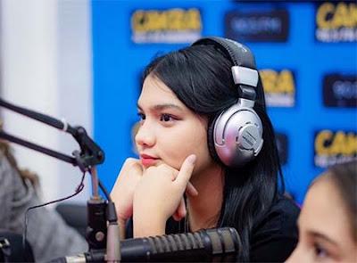 Davina Karamoy Siaran Radio