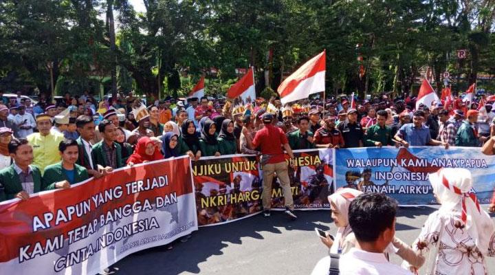 masyarakat serempak tolak papua lepas dari NKRI