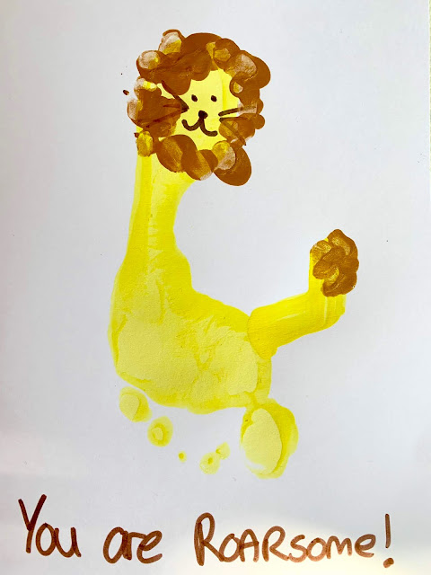 Roarsome Daddy Lion footprint card