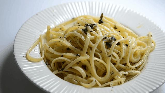 وصفة سباغيتي كاسيو إي بيبي / Spaghetti Cacio e Pepe Recipe