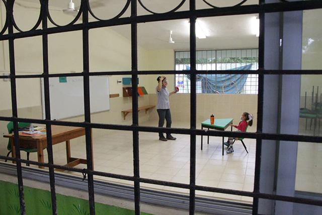 """Regreso a clases: de 215 alumnos sólo dos asistieron en el Jardín de Niños """"Jonas Salk"""" de Kanasín"""