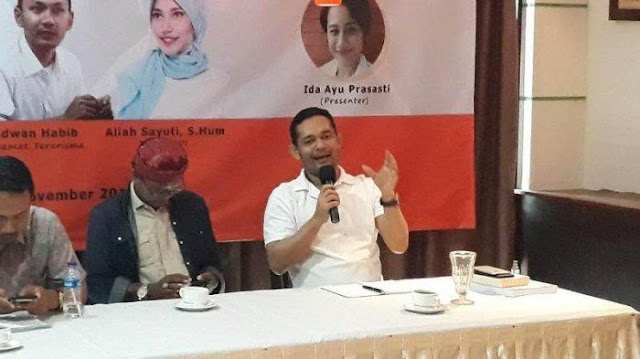 Boni Hargens Minta Prabowo Kumpulkan UAS dan Felix Siauw untuk Kembali 'Diluruskan'