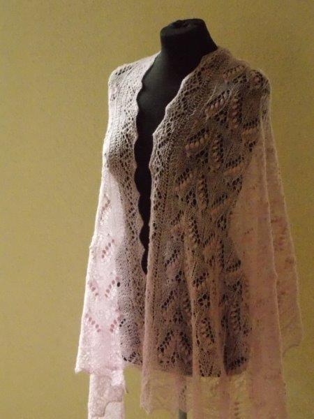 TE KOOP Rose sjaal ! Queen Silvia weddingringshawl.