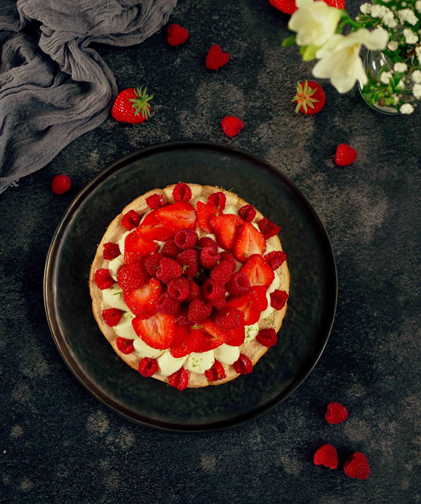 gateau fetes de meres, dessert aux fraises, ganache montée