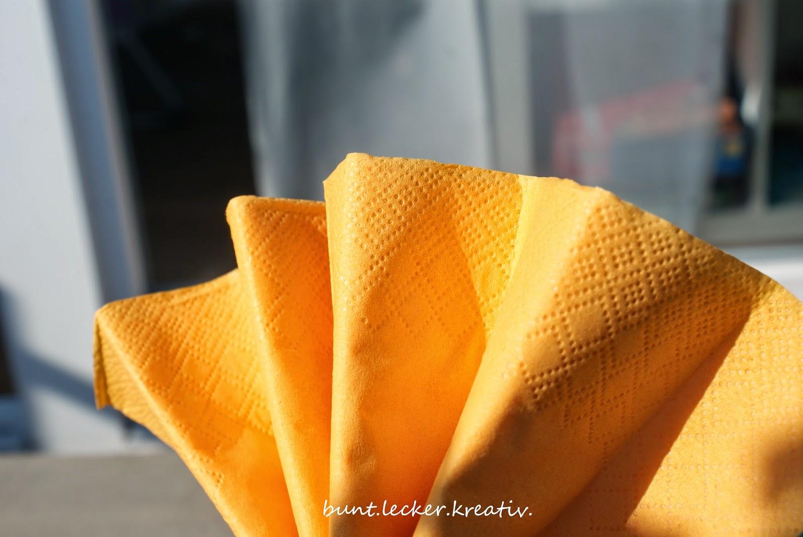pompons aus servietten basteln anleitung