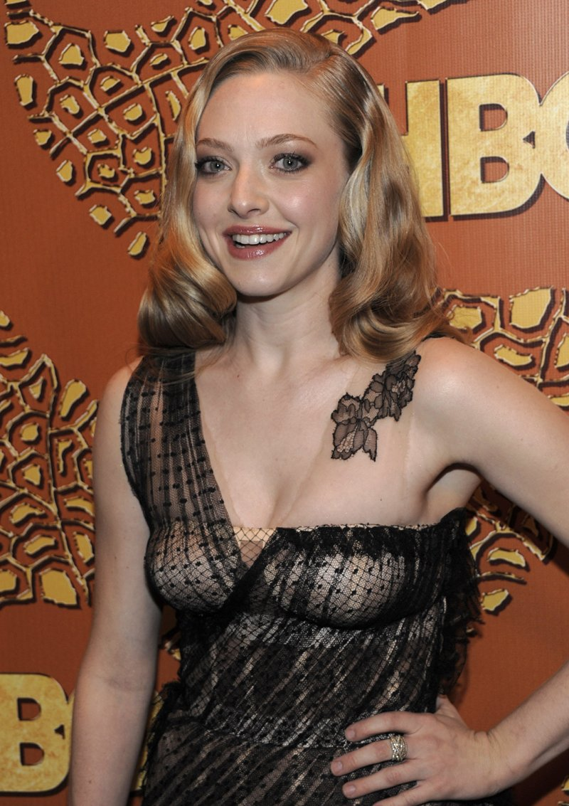 Amanda Seyfried Cleavage  Hot Pictures In Tight Short-2587