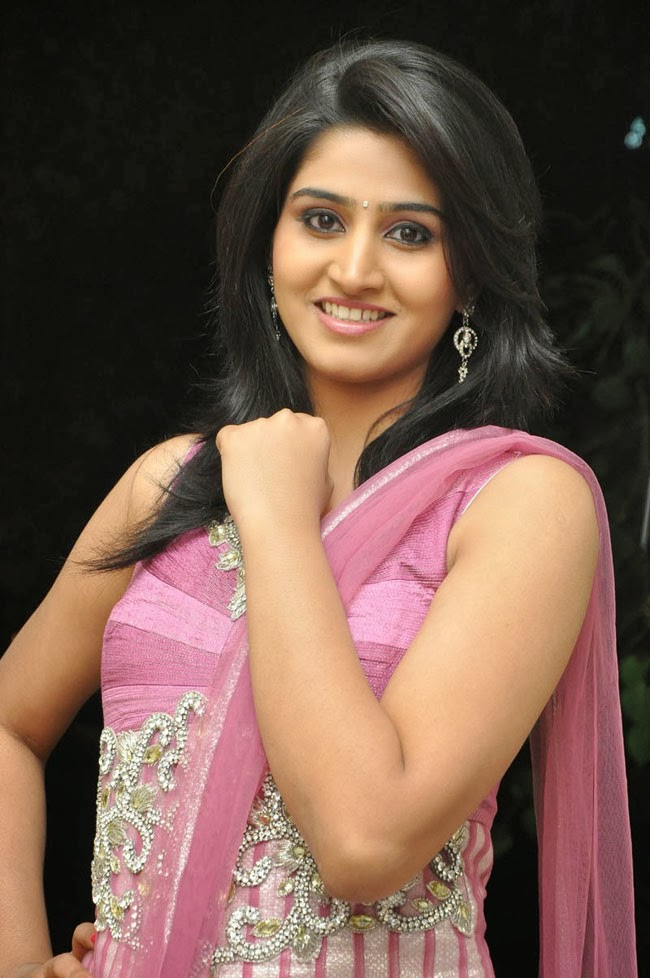 Shamili photos in sleeveless salwar kameez