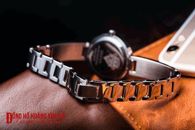 Đồng hồ nữ Gucci GUN10 - 02