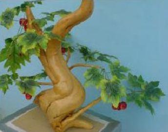 kerajinan hiasan miniatur pohon dibuat dari akar tanaman kopi