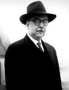 Foto de Martín Adán con sombrero