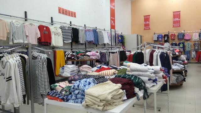 Super Bazaar paaian branded murah yang menyediakan pakaian ala Korea (dok.windhu)