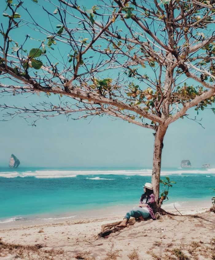 Fasilitas Wisata di Pantai Watu Leter Malang