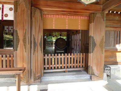 四條畷神社 拝殿 太鼓