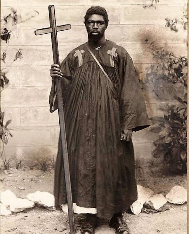 Meet Kwame Sampson Oppong,the first Ghanaian prophet who read the Bible from a mystical stone