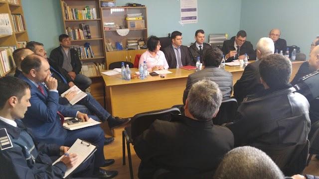Dezbatere publica cu membrii comunitatii Comunei Traian, la sediul Caminului Cultural al Comunei Traian