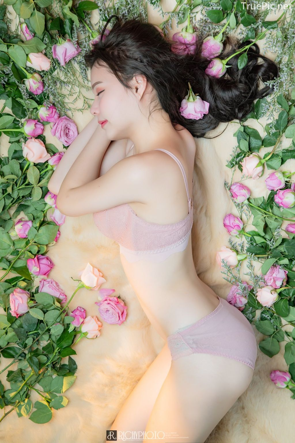 Image-Thailand-Cute-Model-Tuktick-Ponthip-Tantisuwanna-Girl-On-Flower-TruePic.net- Picture-7