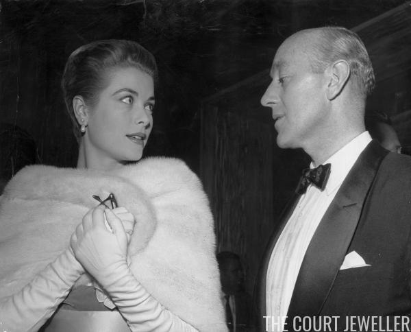Princess Grace Wedding Ring 86 Ideal Wearing pearl earrings at