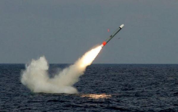 Rudal Tomahawk diluncurkan dari kapal selam kelas Virginia