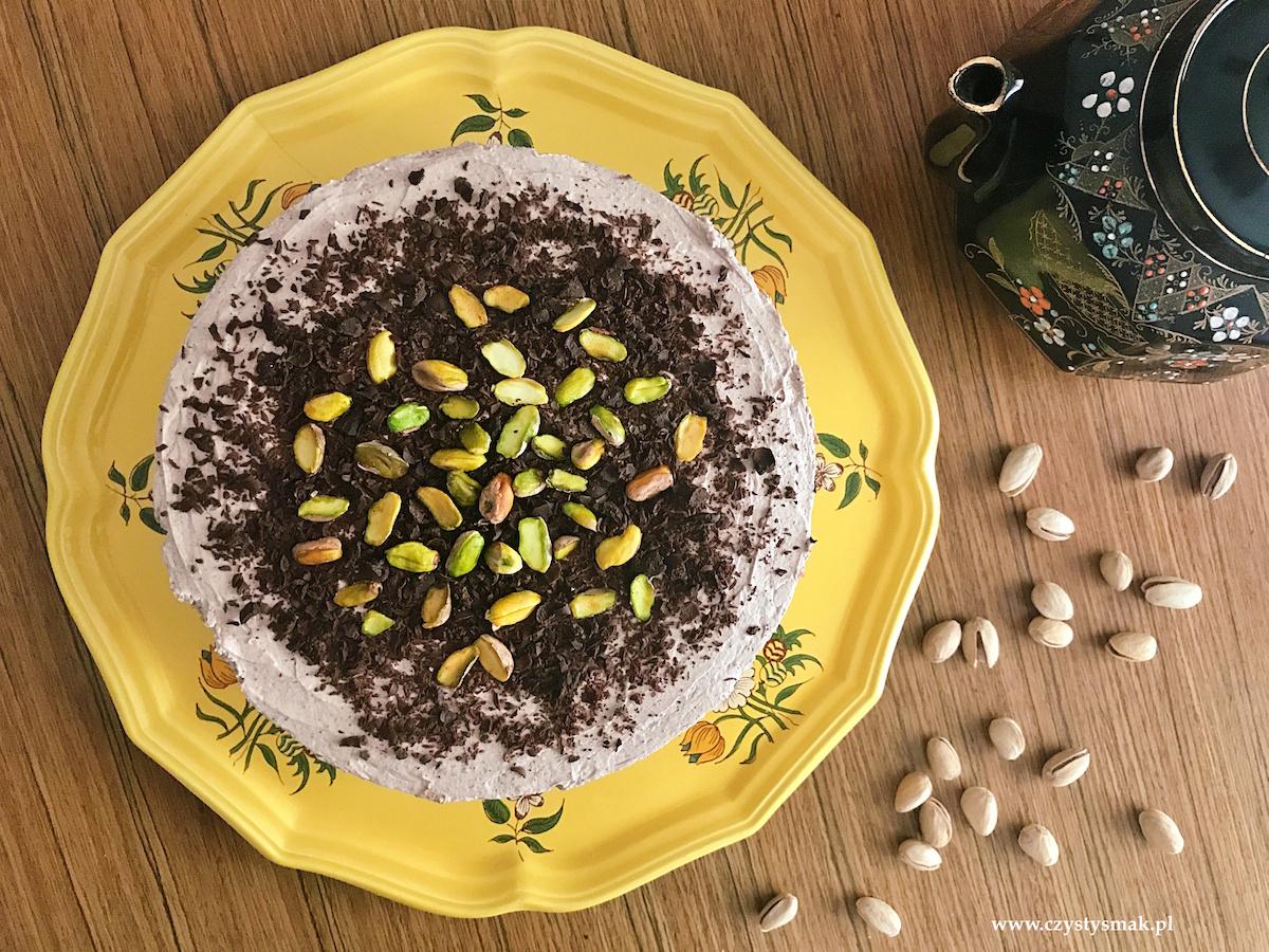 Sernik pistacjowy z musem cynamonowo-kakaowym
