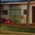 Bandidos invadem agência dos Correios, roubam dinheiro e arma de vigilante na Paraíba