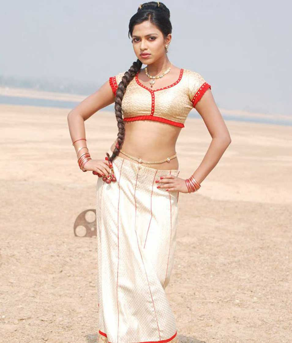 South Indian Actress Amala Paul navel photos hot collection ever
