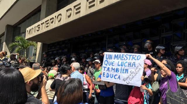 VENEZUELA: Federación Venezolana de Maestros convocó una protesta nacional para este lunes.