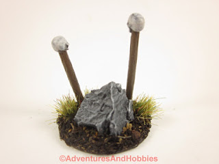 T1580 double totem scenery piece in 25-28mm scale - rear.