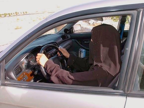 عاجل: السعودية توافق على قيادة المرأة للسيارة لكن بشروط