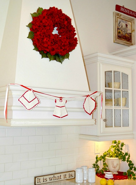 use old pot holders to make a garland or banner