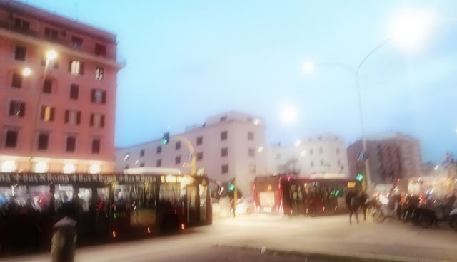 Roma, guasto sulla metro A: bus sostitutivi e pendolari ammassati