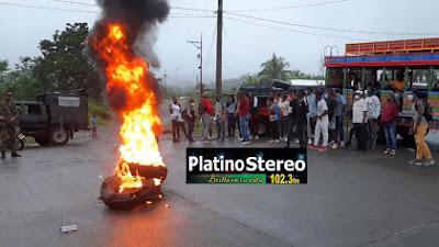 Continua bloqueada la vía Tadó-Pereira a la altura de Playa de Oro