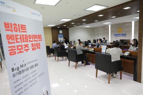 85 yaşında bir nine Big Hit hisselerine 100 milyon won yatırım yaptı