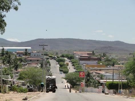 Motoqueiros armados voltam a assaltar e amedrontar a população em Canapi