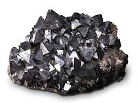 Bir kayaç üzerindeki manyetit kristalleri