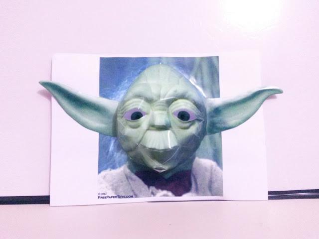 Yoda papercraft ilusão