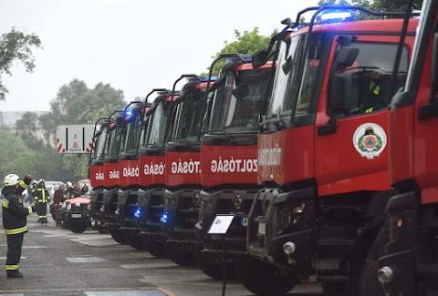 Speciális járművekkel bővült a katasztrófavédelem eszközparkja