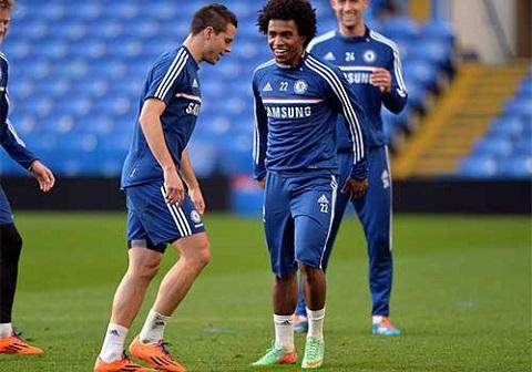 Willian chăm chỉ tập luyện cùng các đồng đội