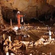 Археологи исследуют загадочные круги в пещере на юге Франции