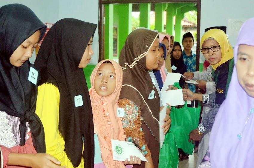 Semarak HUT 14 MAK NU 09 Darussa'adah, Berbagi Santunan Kepada 40 Yatim Piatu
