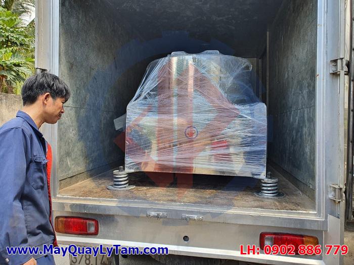 Máy vắt ly tâm nước mắm Vĩnh Phát lên xe đi Nha Trang phục vụ nhà máy thủy sản