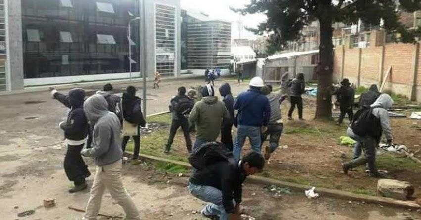 Batalla campal de estudiantes de la Universidad Nacional del Altiplano por un concurso de danzas