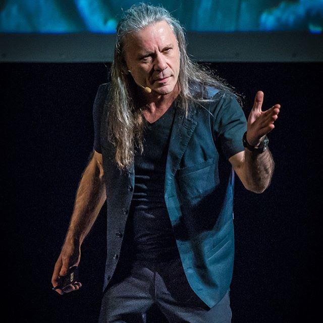 Bruce Dickinson explica como Rammstein influenciou no clipe da nova música
