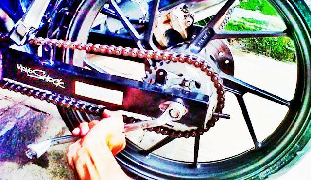 Kencangkan Baut AS Roda
