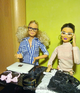 Barbie doll BMR Kira accessories sunglasses